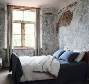 used look von der jeans zur wand all about design. Black Bedroom Furniture Sets. Home Design Ideas