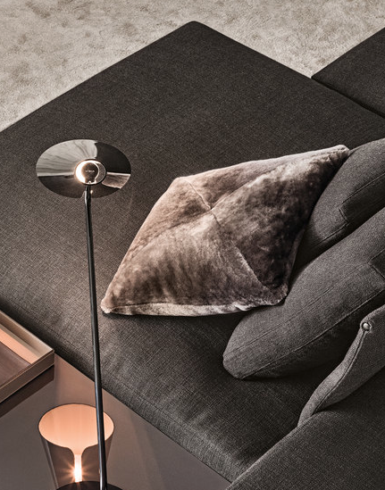 Shearling Cushion von Minotti